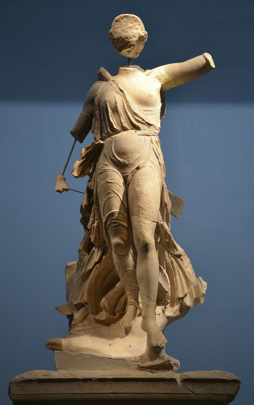 Nike_of_Paionios,_Olympia_Archaeological_Museum_(16309967616).jpg